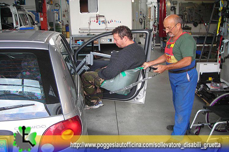 Gruetta solleva persone installata su daewood matiz richiedi informazioni per il noleggio in - Letto con sollevatore per disabili ...